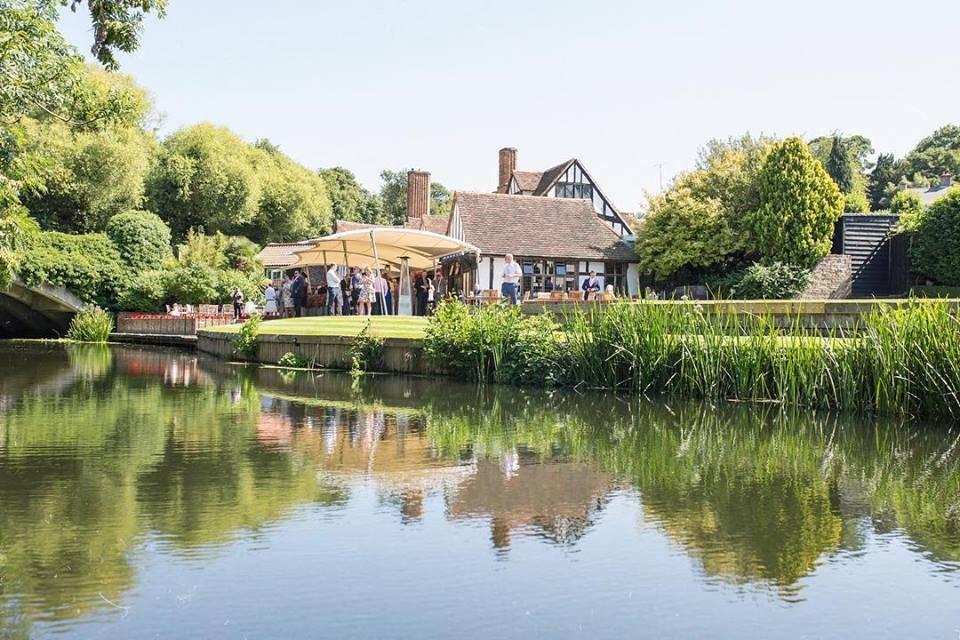 lakeside wedding venues essex